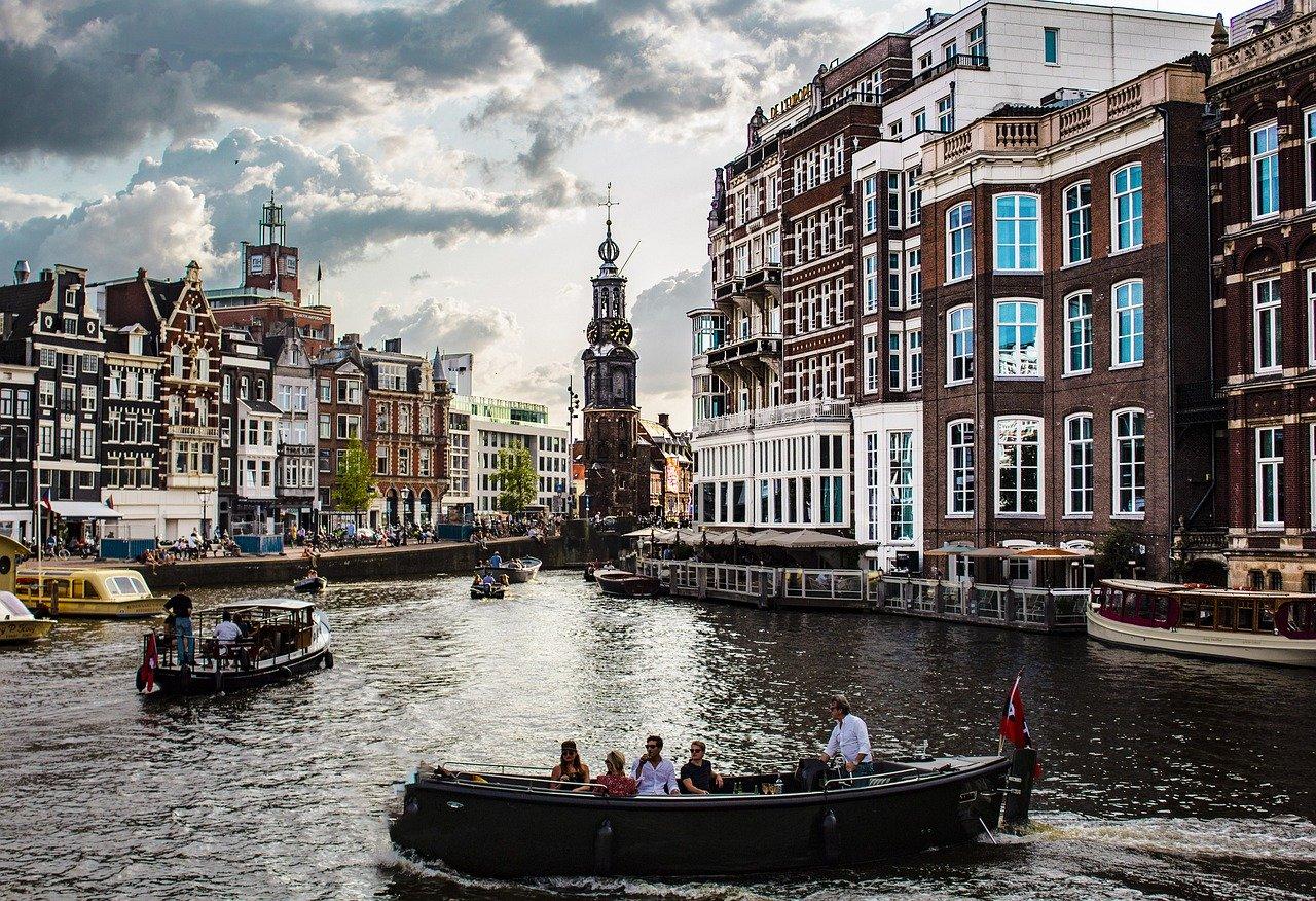 amsterdam-4388160_1280