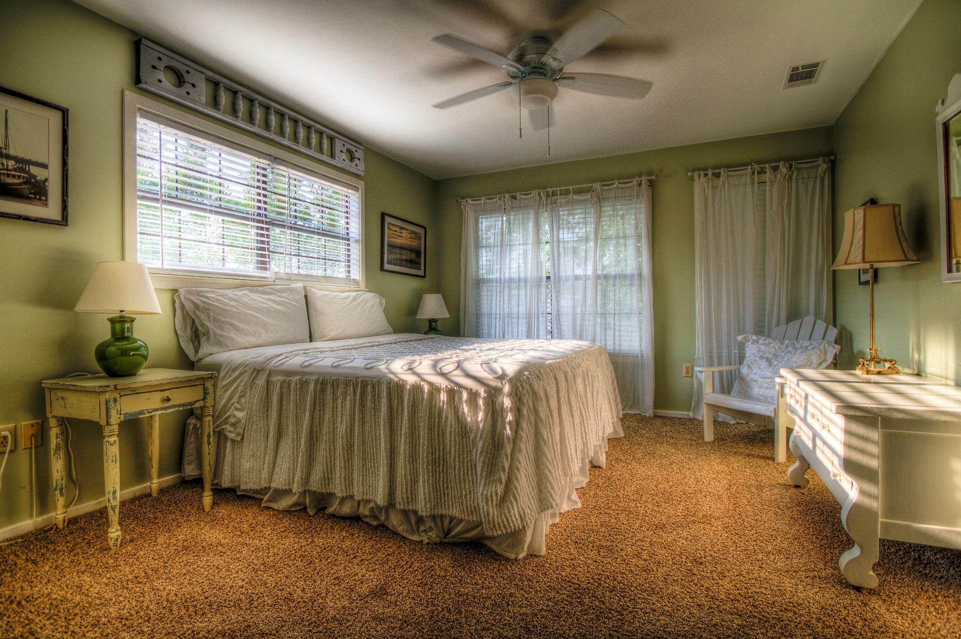 bedroom-349698_1920